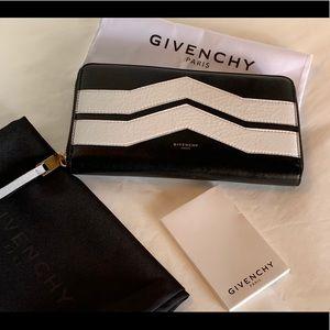 Givenchy LG Zip Wallet Black/white